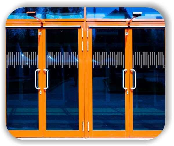 Sichtschutzfolie / Durchlaufschutzfolie - Zuschnitt 30 cm Höhe - versetzte Horizontale Streifen