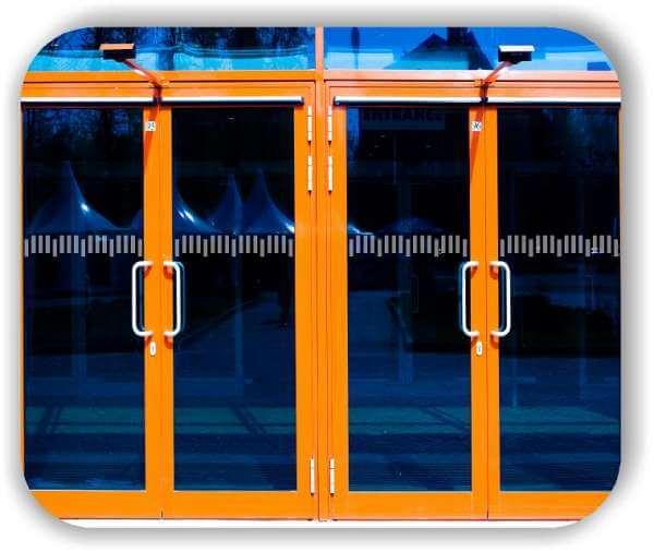 Sichtschutzfolie / Durchlaufschutzfolie - Zuschnitt 10 cm Höhe - versetzte Horizontale Streifen